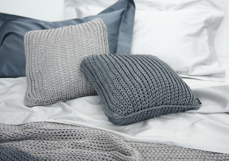 NATURAL TRICOT BY POEMO DESIGN: Camera da letto in stile in stile Moderno di POEMO DESIGN