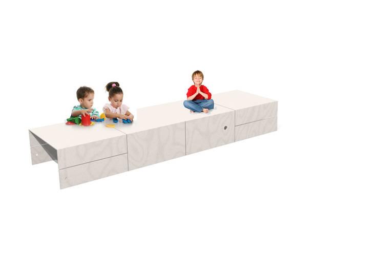 scrivania o tavolo gioco: Stanza dei bambini in stile  di Loop Landscape & Architecture Design