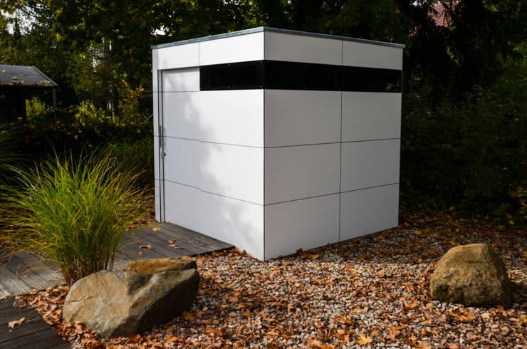 gartenhaus @gart zwei – München:  Garage & Schuppen von design@garten - Alfred Hart -  Design Gartenhaus und Balkonschraenke aus Augsburg,Minimalistisch Holz-Kunststoff-Verbund