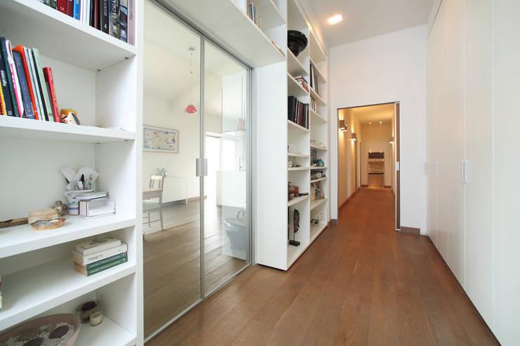 Attico in città:  in stile  di pucci+saladino architects, Moderno