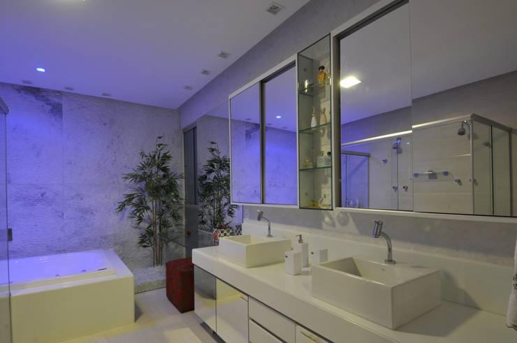 Projekty,  Łazienka zaprojektowane przez Espaço Cypriana Pinheiro