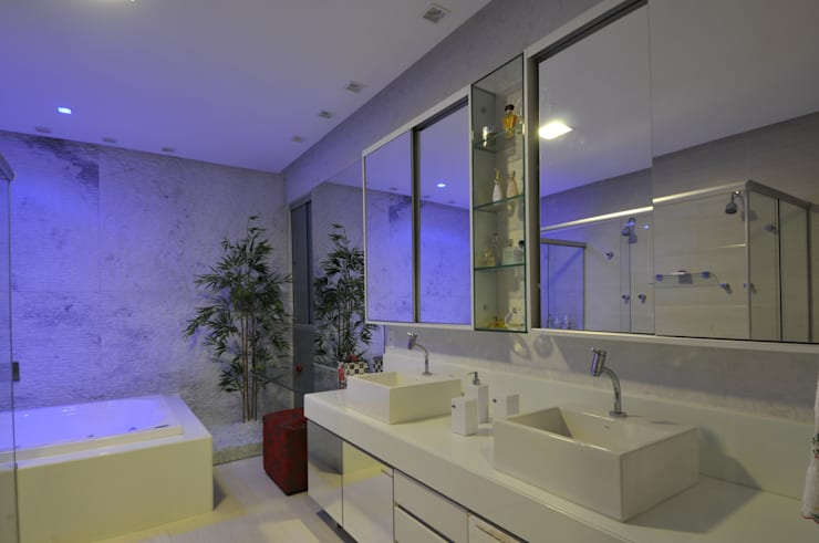 Bathroom by Espaço Cypriana Pinheiro