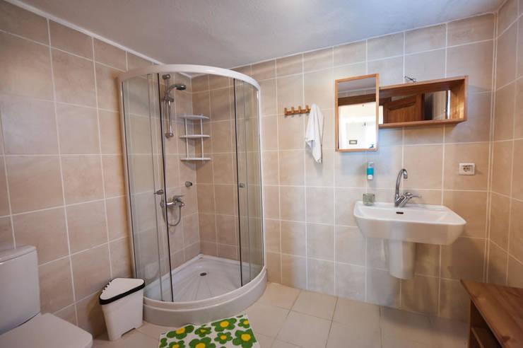 ARAL TATİLÇİFTLİĞİ – Kümes:  tarz Banyo, Modern