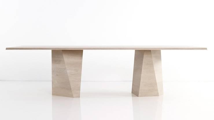 varan table: moderne Esszimmer von gil coste design