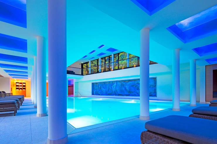 Innenansicht Schwimmhalle:  Hotels von Architekturbüro Katrin Klima,