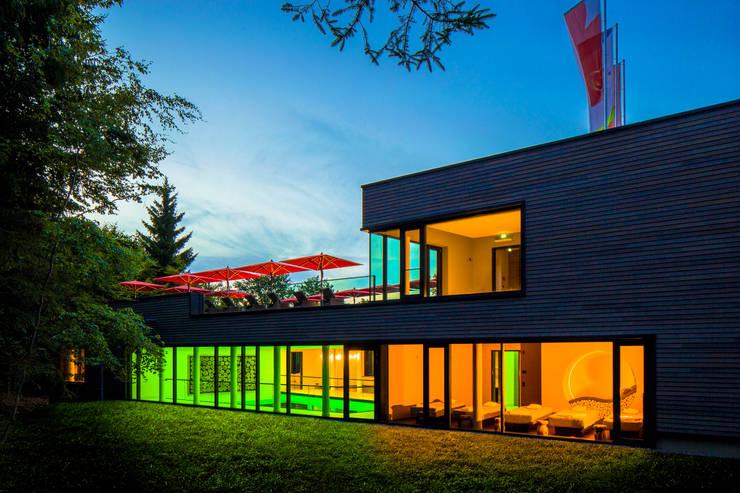 Außenansicht Schwimmhalle:  Hotels von Architekturbüro Katrin Klima,