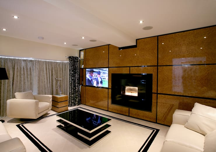 Lounge:   by Angel Martin Interiors