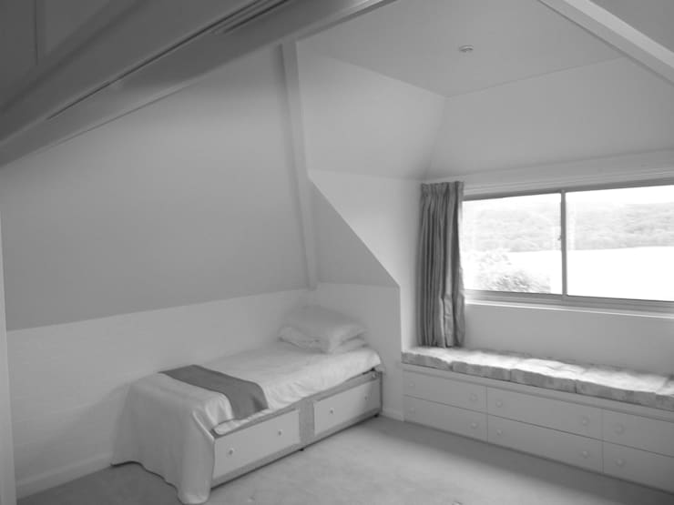 Before image - Guest Bedroom:   by Angel Martin Interiors