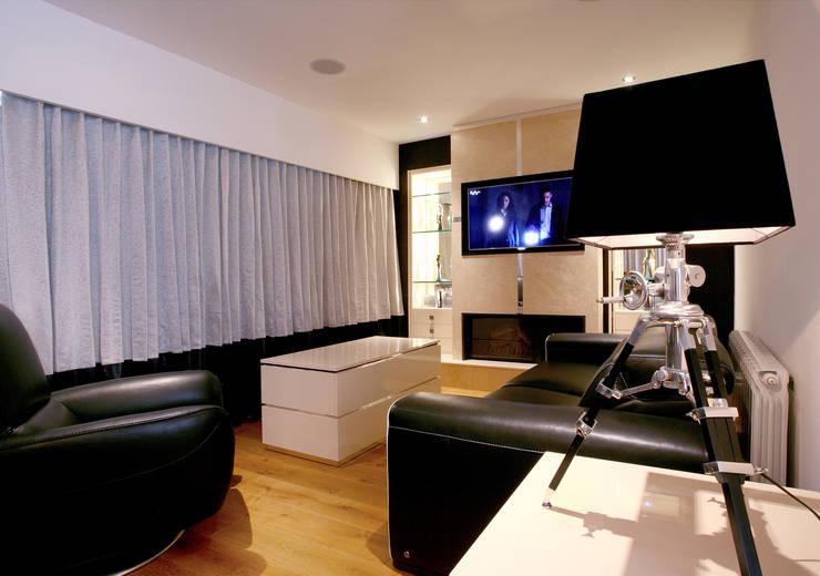 Family Room:   by Angel Martin Interiors