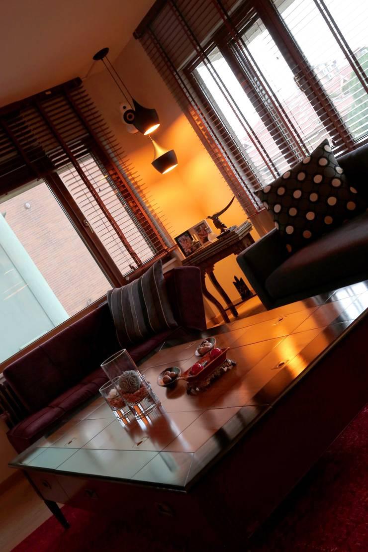 Cadde Bostan  Private Apartment :  Living room by Derun Architecture & Interior Design