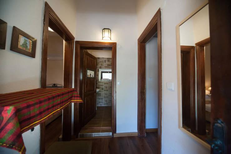 Modern corridor, hallway & stairs by ARAL TATİLÇİFTLİĞİ Modern