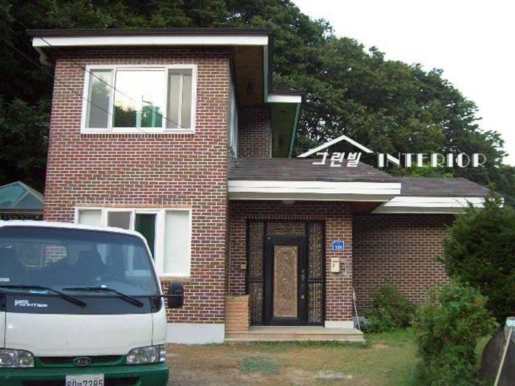 양평 전원주택 : 그린빌인테리어의  주택