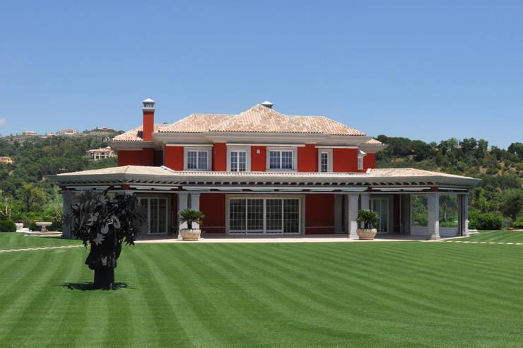 Decoración de Fachadas .- Villas:  de estilo  de J.ALGUACIL PIEDRA ARTIFICIAL