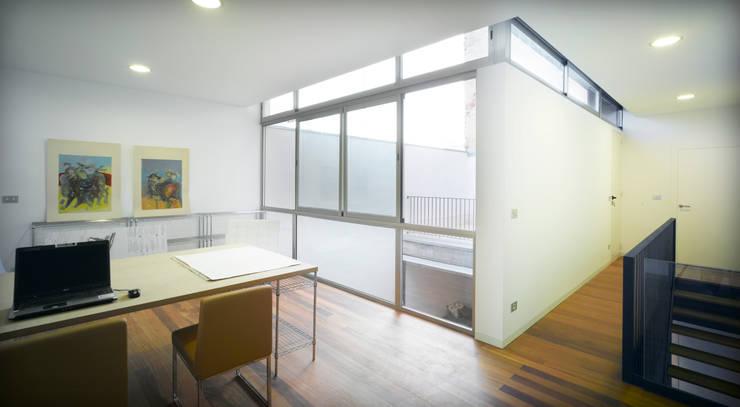 Vivienda Teresa: Ventanas de estilo  de Rocamora Arquitectura