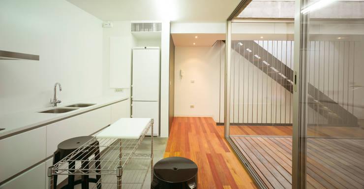 Ingresso & Corridoio in stile  di Rocamora Arquitectura
