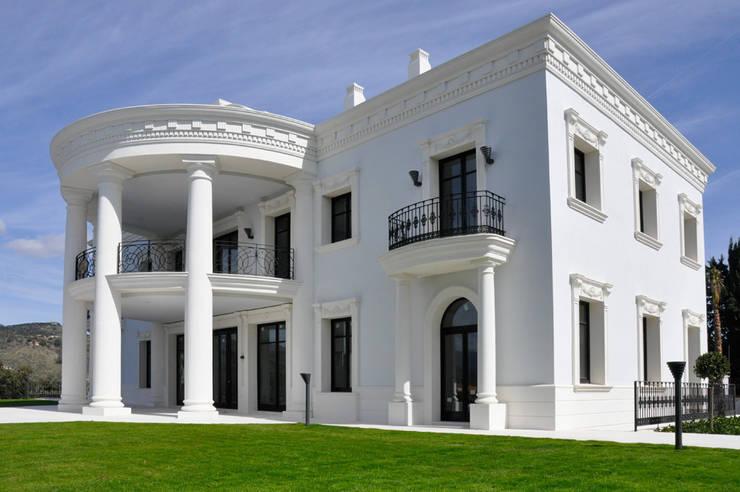 Decoración de Fachadas .- Villas: Hogar de estilo  de J.ALGUACIL PIEDRA ARTIFICIAL