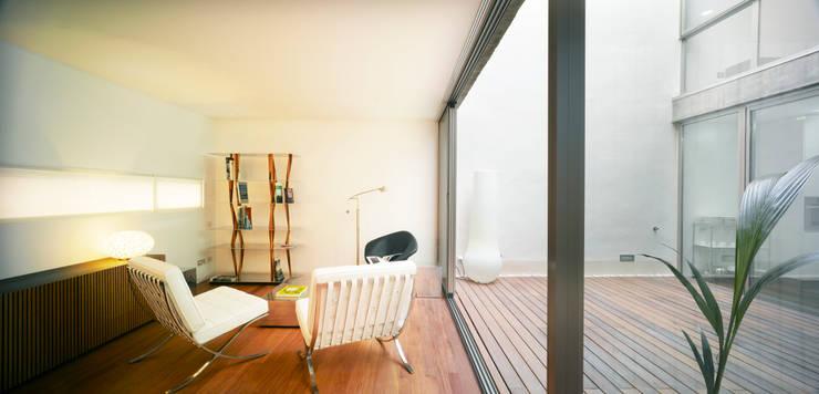 Soggiorno in stile in stile Moderno di Rocamora Arquitectura