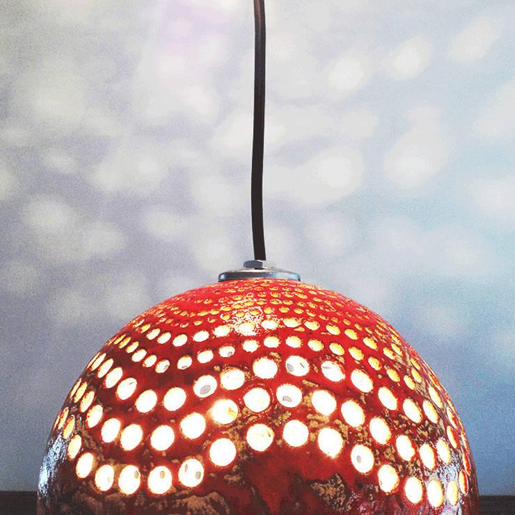 lampa aborygeńska: styl , w kategorii Salon zaprojektowany przez Aleksandra Mysiorska