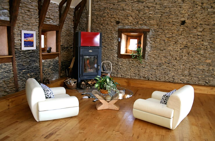 Barn in Chenailler Mascheix, France : rustic Living room by Capra Architects