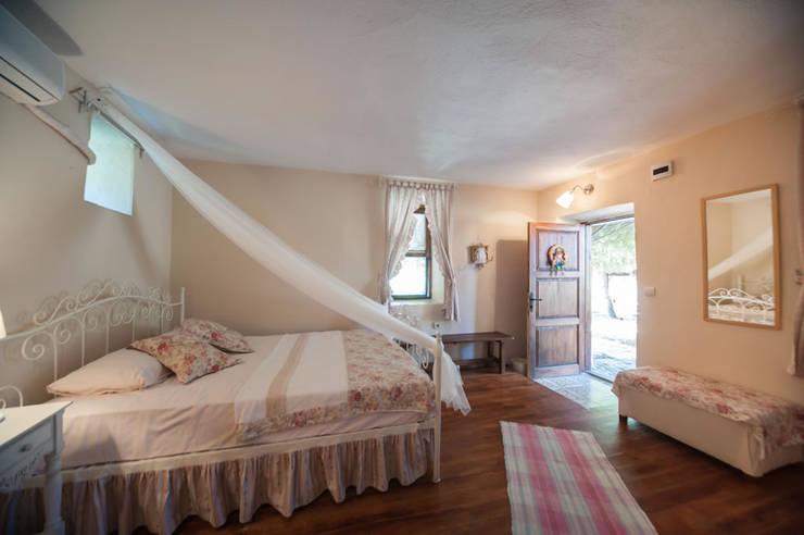 ARAL TATİLÇİFTLİĞİ – Arılık:  tarz Yatak Odası,