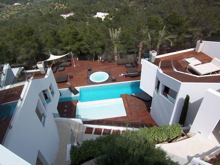 Jardines de estilo  por Ivan Torres Architects