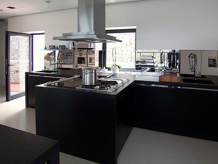 Vivienda unifamiliar en Ibiza: Cocinas de estilo  de Ivan Torres Architects