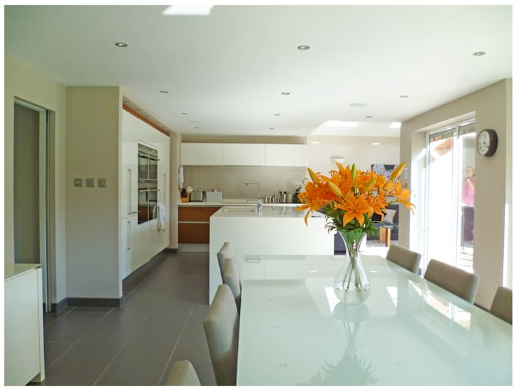 Streamside Close, Timperley, Altrincham: modern Kitchen by Capra Architects