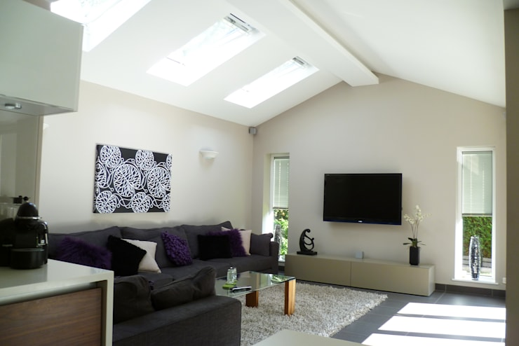 Streamside Close, Timperley, Altrincham:  Living room by Capra Architects