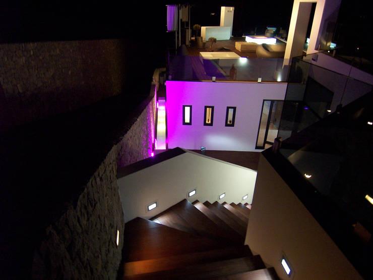 modern Balkon, veranda & terras door Ivan Torres Architects