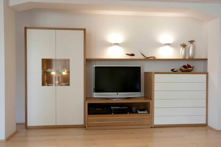 Wohnwand:  Wohnzimmer von Höltkemeier InnenArchitektur