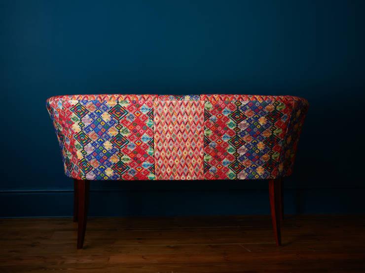 Cumatz Sofa:  Living room by A Rum Fellow