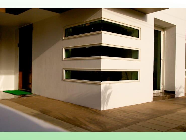 Residential Bungalow in Bhuj, Kutch:   by Design Kkarma (India)