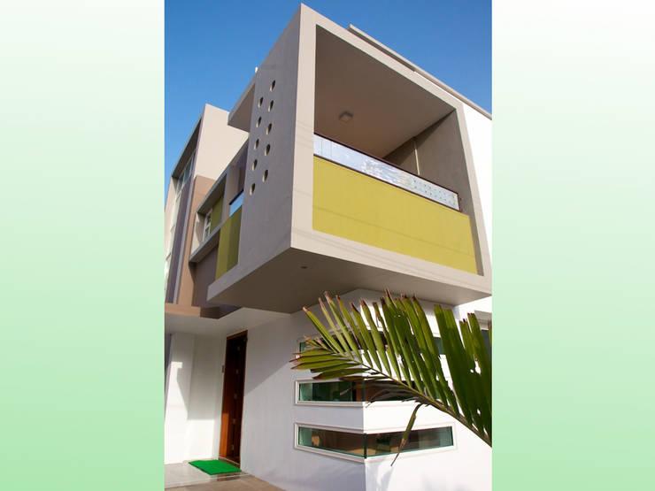 Residential Bungalow in Bhuj, Kutch:   by Design Kkarma (India)