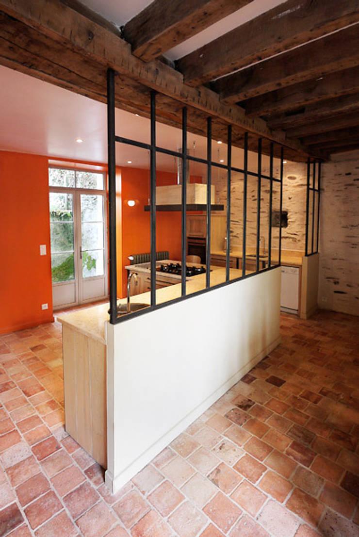 CUISINE V.:  de style  par Peggy CLAVREUIL Architecte d'intérieur