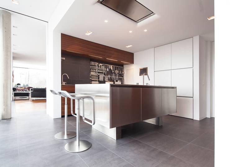 Anwesen in Freising:  Küche von Herzog-Architektur