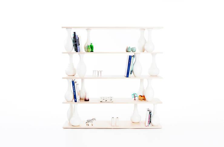 vase shelves :  in stile  di Covo, Moderno