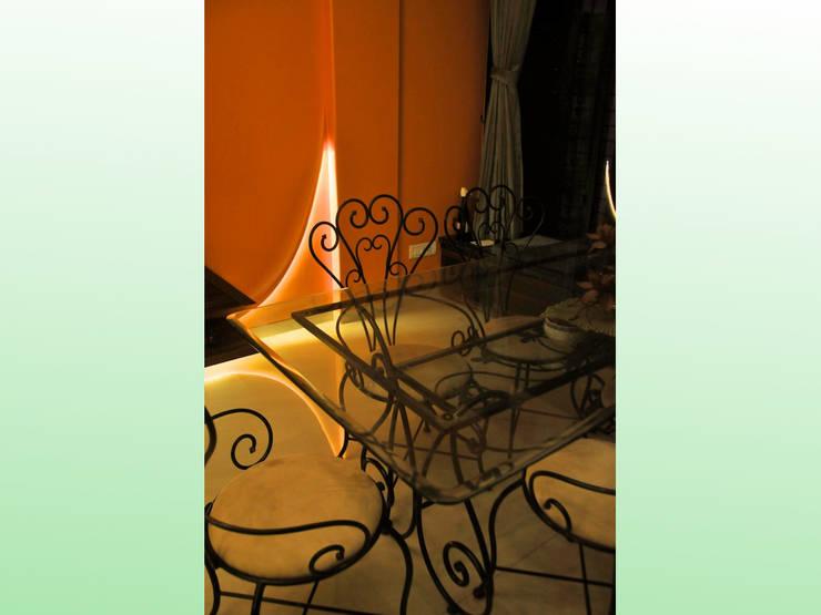 Residence in Lokhandwala: modern Dining room by Design Kkarma (India)