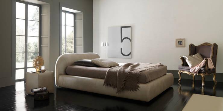 PON PON: Camera da letto in stile  di Bolzanletti