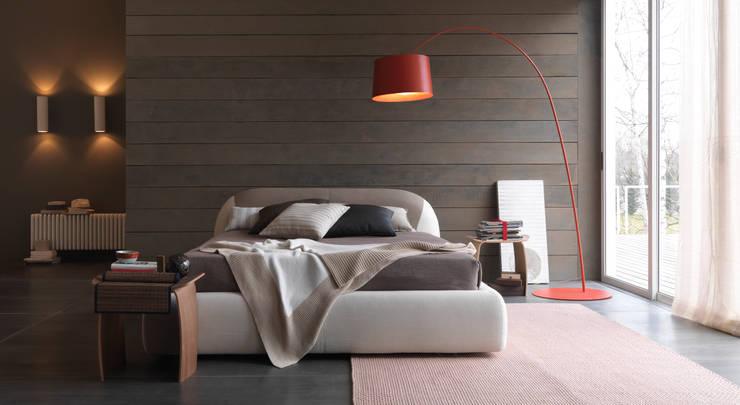 PON PON COLOR: Camera da letto in stile  di Bolzanletti