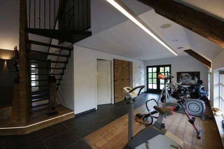renovatie bijgebouw:  Fitnessruimte door KleurInKleur interieur & architectuur, Landelijk