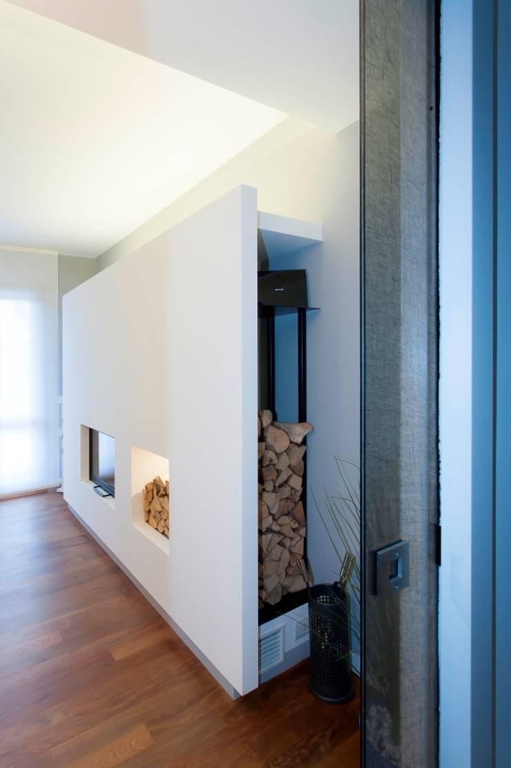 RINNOVARE IL LIVING:  in stile  di ARCHITETTO ROBERTO BUOSO, Moderno