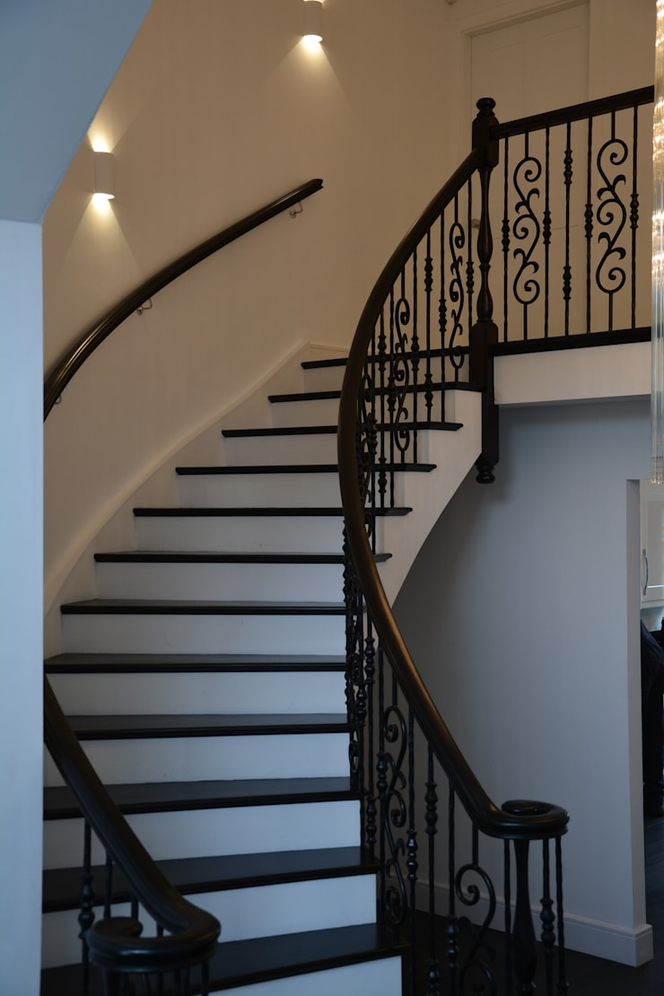 Clean lines:  Corridor & hallway by Sovereign Stairs
