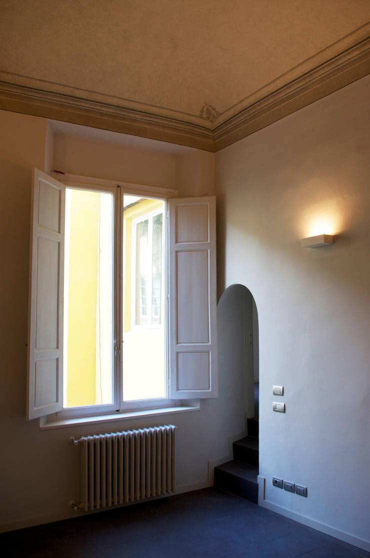 Appartamento Piazza Santa Croce: Case in stile  di G. Giusto - A. Maggini - D. Pagnano,