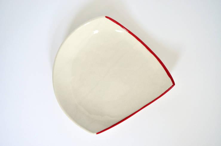 Assiettes ANGLE: Salle à manger de style  par Benjamin Rousse Design