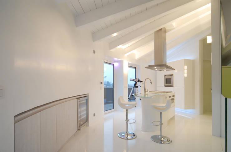 Cucina 03 di Carlo Beltramelli Interior Designer Moderno