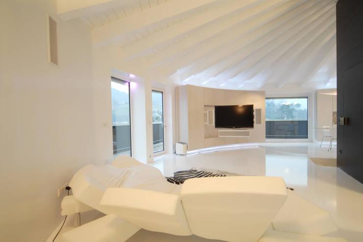 Soggiorno 02 di Carlo Beltramelli Interior Designer Moderno