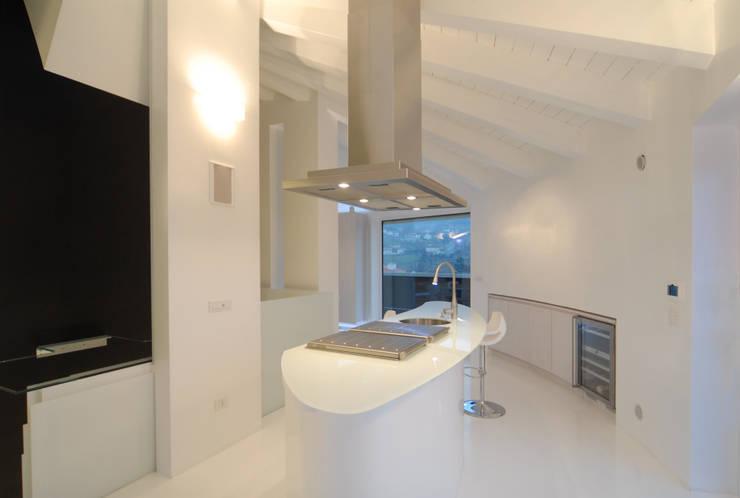 Cucina 02: Casa in stile  di Carlo Beltramelli Interior Designer