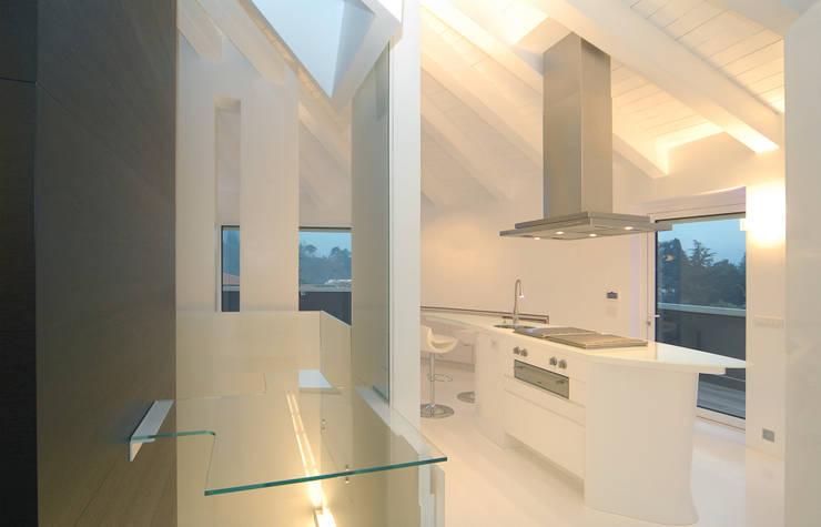 Cucina di Carlo Beltramelli Interior Designer Moderno