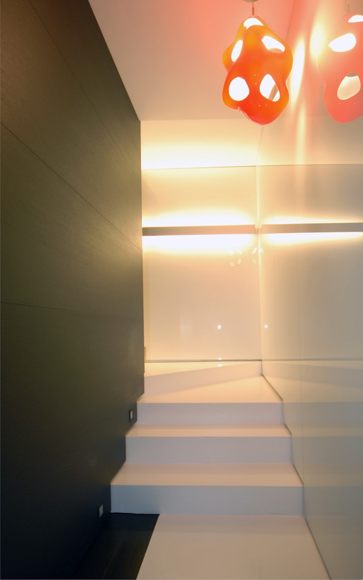 scala interna di Carlo Beltramelli Interior Designer Moderno