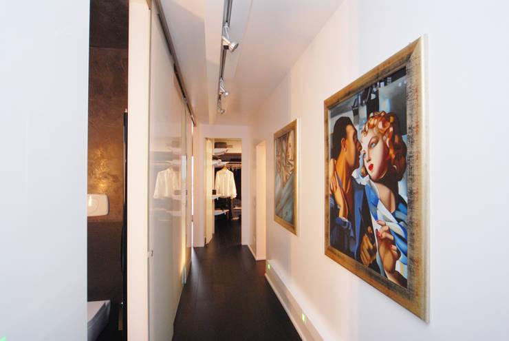 Corridoio in zona notte di Carlo Beltramelli Interior Designer Moderno